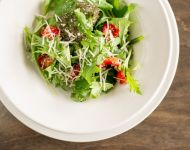 Mixed green salad with sundried tomatoes